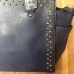 Stoere tassen: blauwe tas met studs